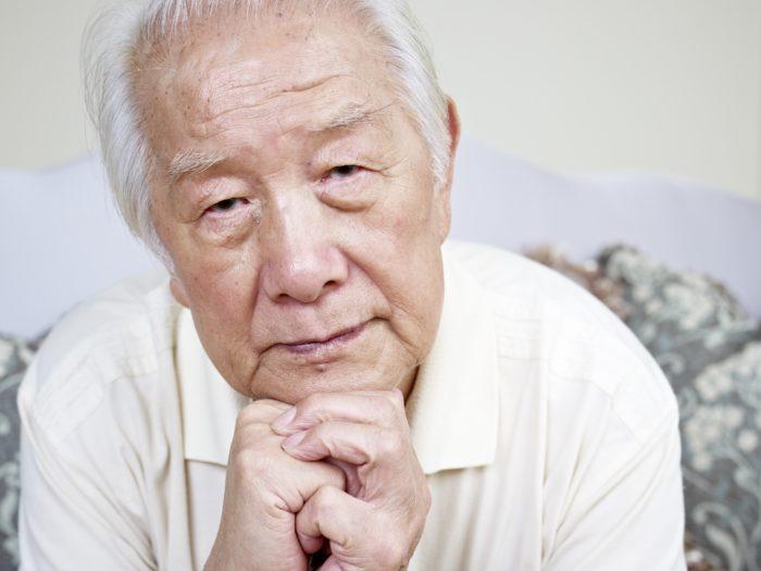 難聴や健康問題に悩んでいるシニア