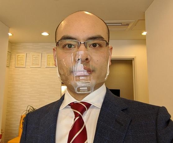 透明マスクを装用した様子