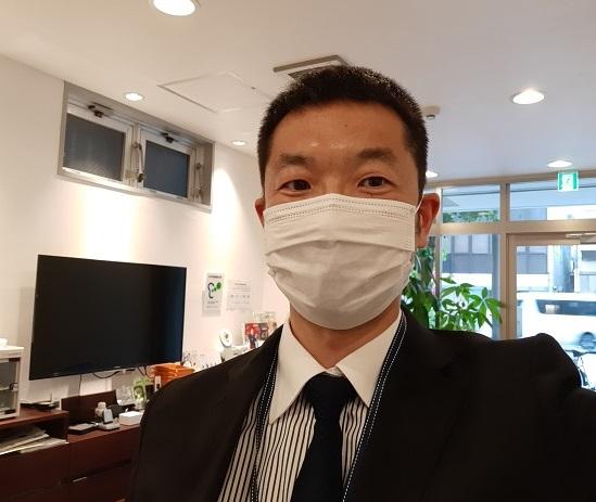マスクを着用したスタッフ